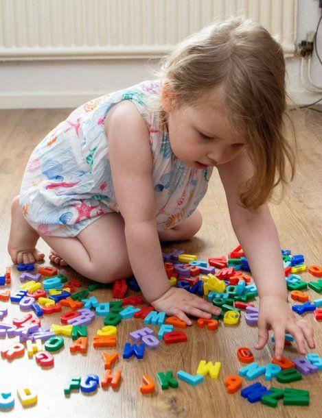 Con tres años, Ofelia ya superó en inteligencia a Einstein y Stephen Hawking