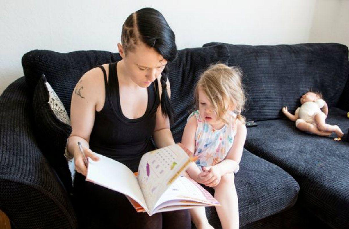Ophelia Morgan-Dew con su mamá