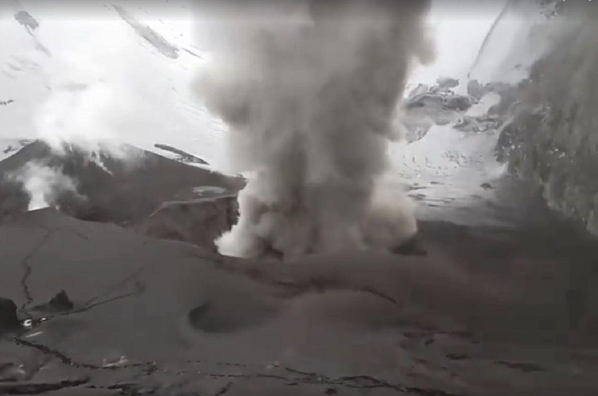 Cráter del volcán Copahue