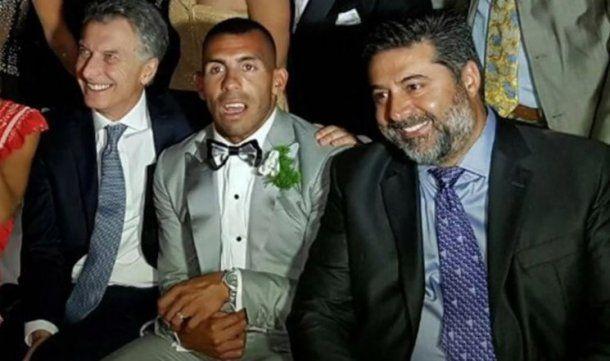 El Apache junto a Macri y Angelici en su casamiento