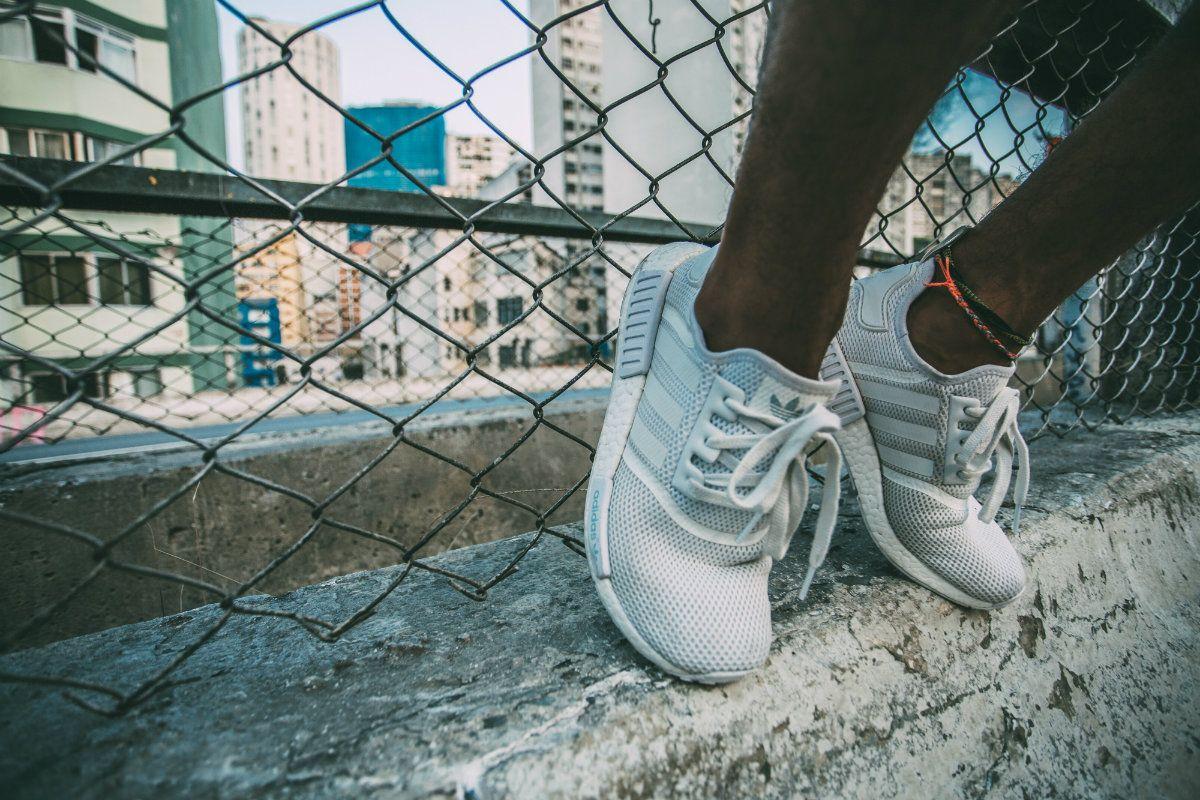 Cientos de personas fueron despedidas tras el cierre de una fábrica de zapatillas en Esteban Echeverría