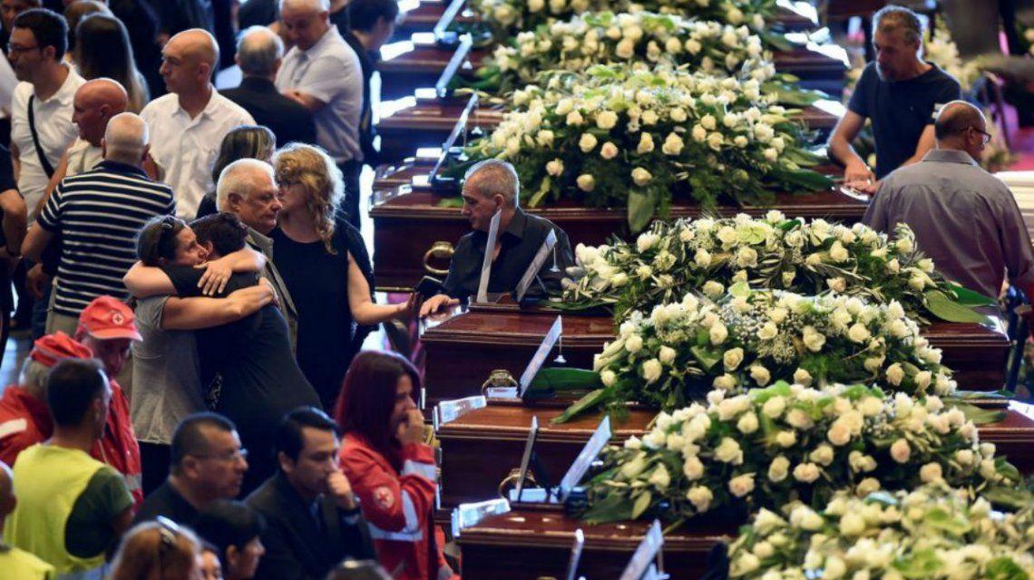 Funeral de las víctimas de la caida del puente