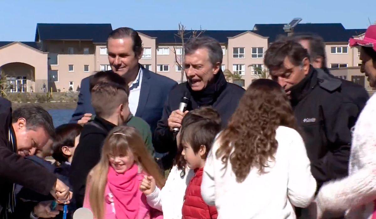 En plena crisis, Macri entonó una particular versión del Feliz Cumpleaños en Dolores