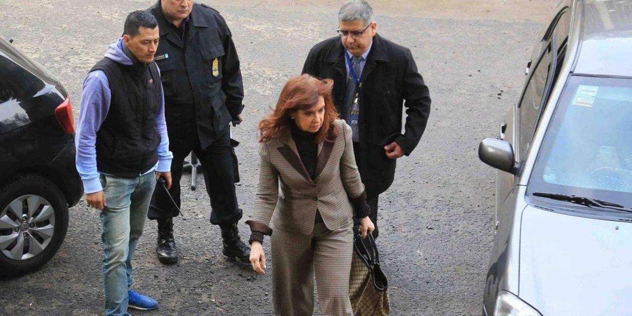 Cristina le pidió al Senado que autorice los allanamientos a sus casas pero puso una condición