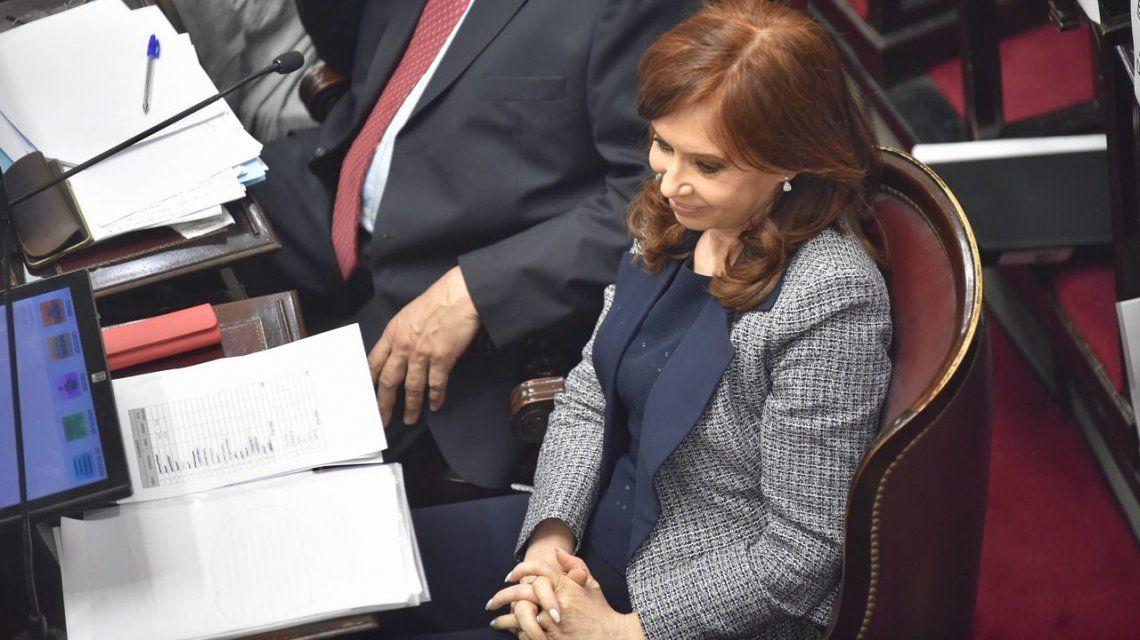 Allanan la casa de CFK en Recoleta: la policía despliega un gran operativo