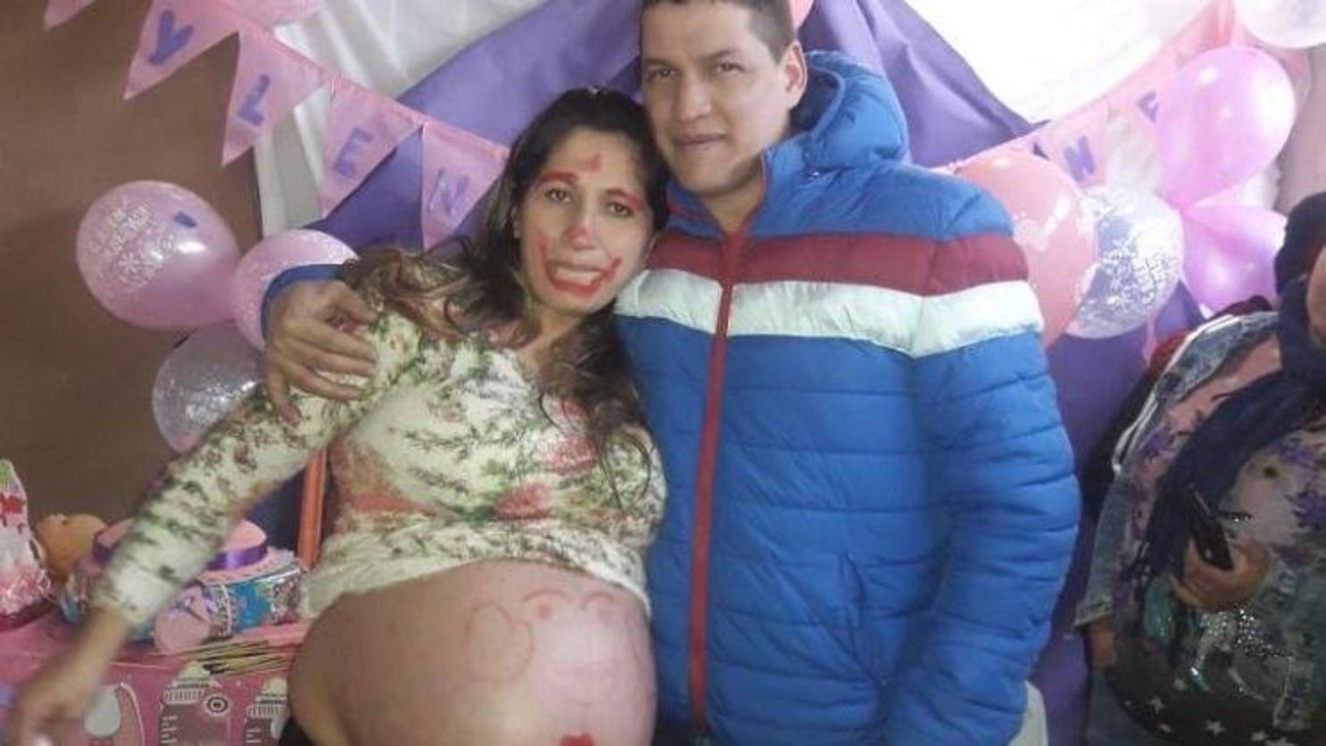 Estaba embarazada de gemelas y en el parto le entregaron una sola beba