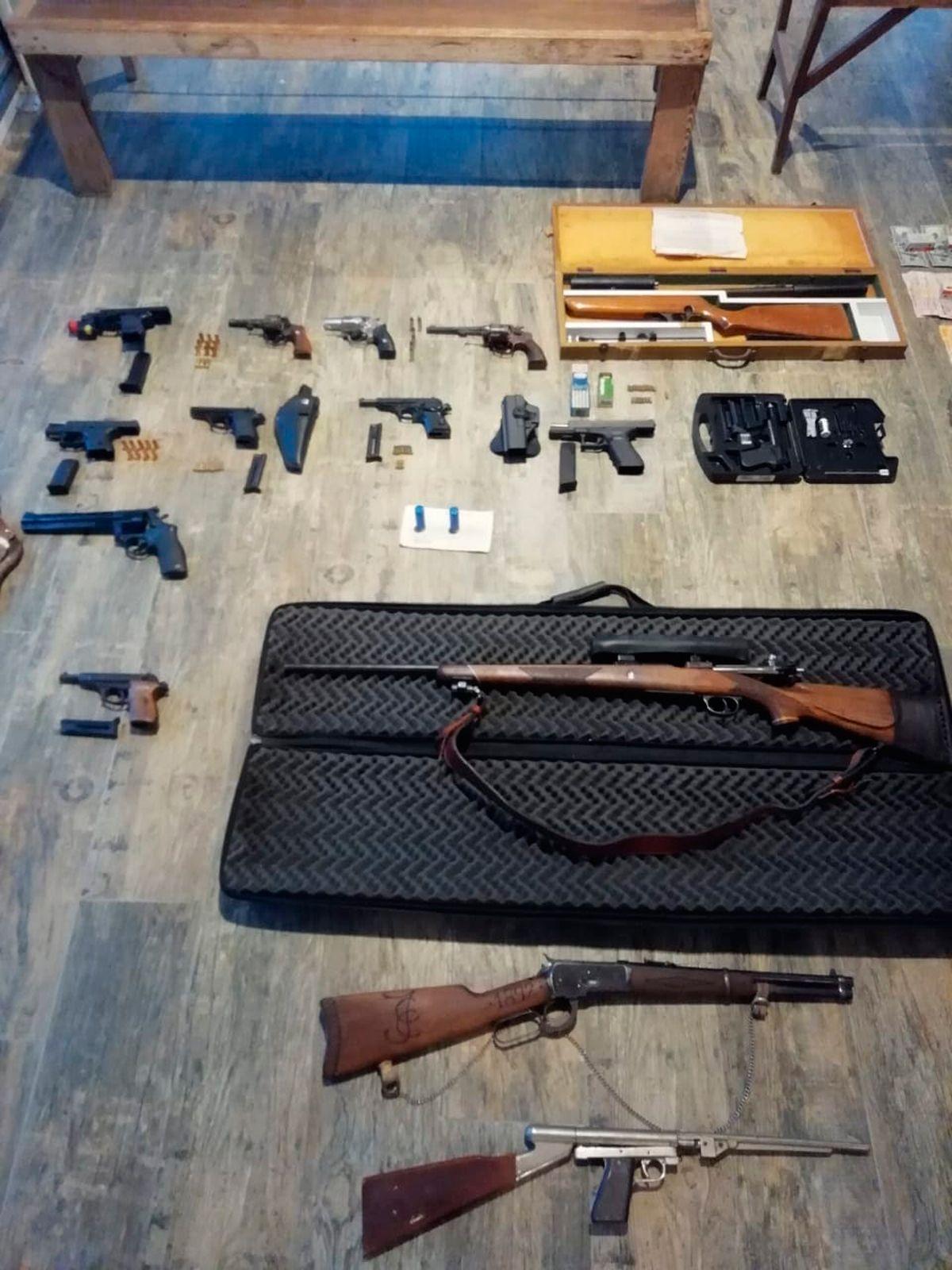 Este es el arsenal que tenía el ex juez Melazo guardado en su casa