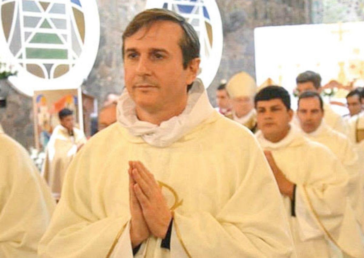 El sacerdote argentino Carlos Urrutigoity aparece en el extenso informe sobre pedofilia en la Iglesia Católica