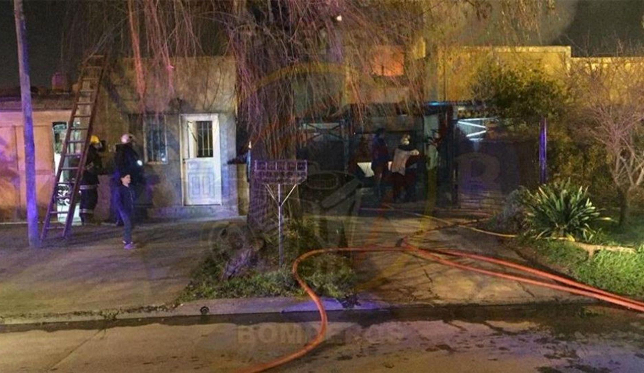 Se incendió su casa, quiso salvar al perro y murió calcinada