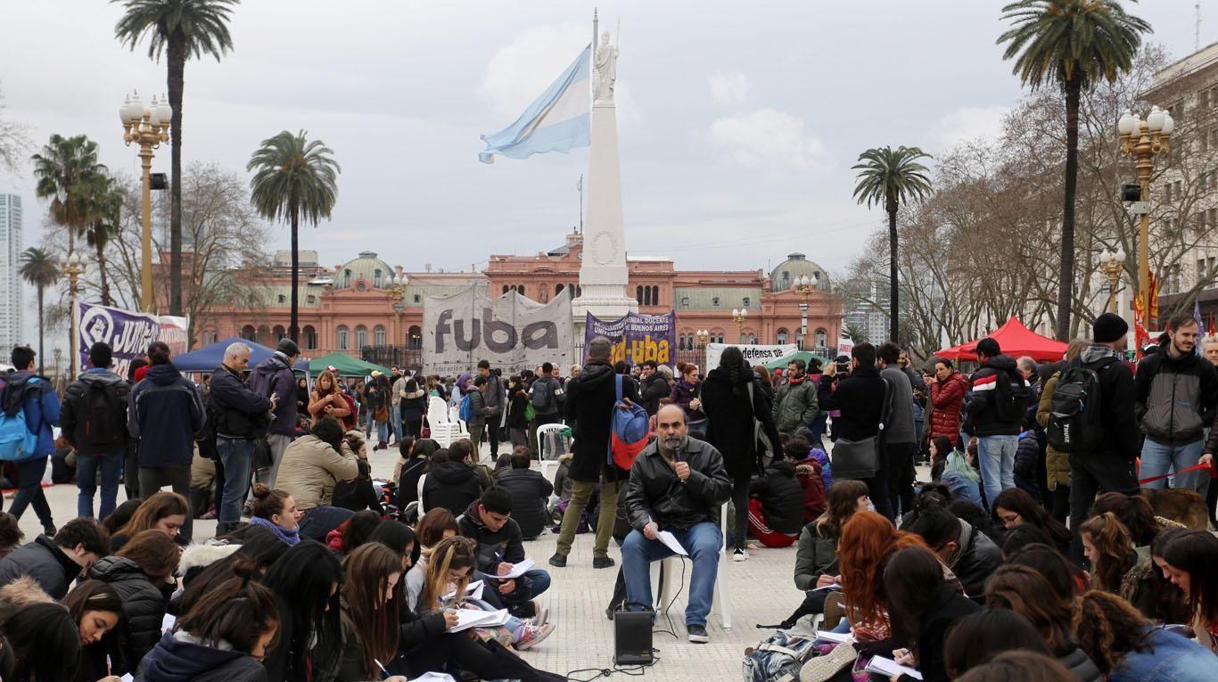Docentes universitarios protestaron en Plaza de Mayo