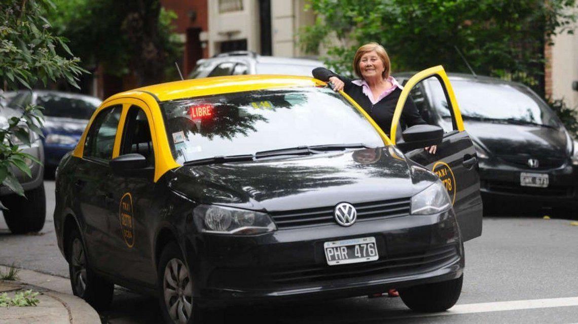 Desde 2019, los taxis porteños podrán cobrar con tarjeta y sumarán 2 mil mujeres como choferes