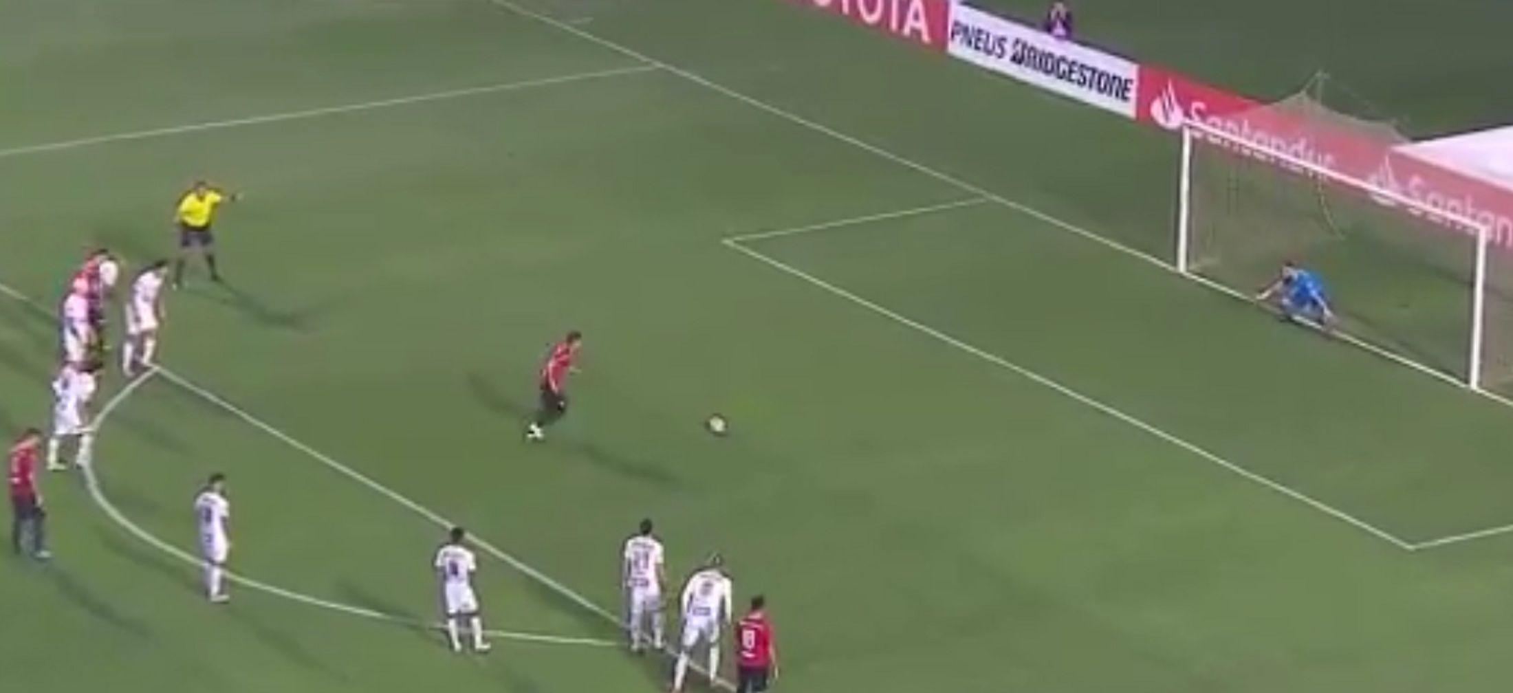 Maxi Meza desperdició un penal frente a Santos
