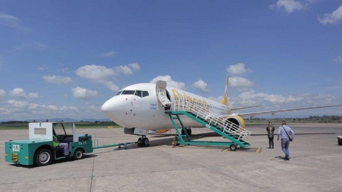 Uno de los aviones de FlyBondi en San Salvador de Jujuy