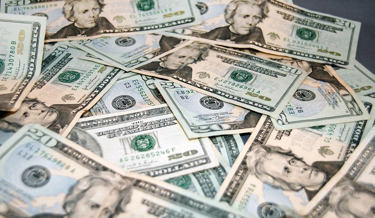 El dólar repuntó después de tres días en baja y volvió a cerrar por encima de los $39