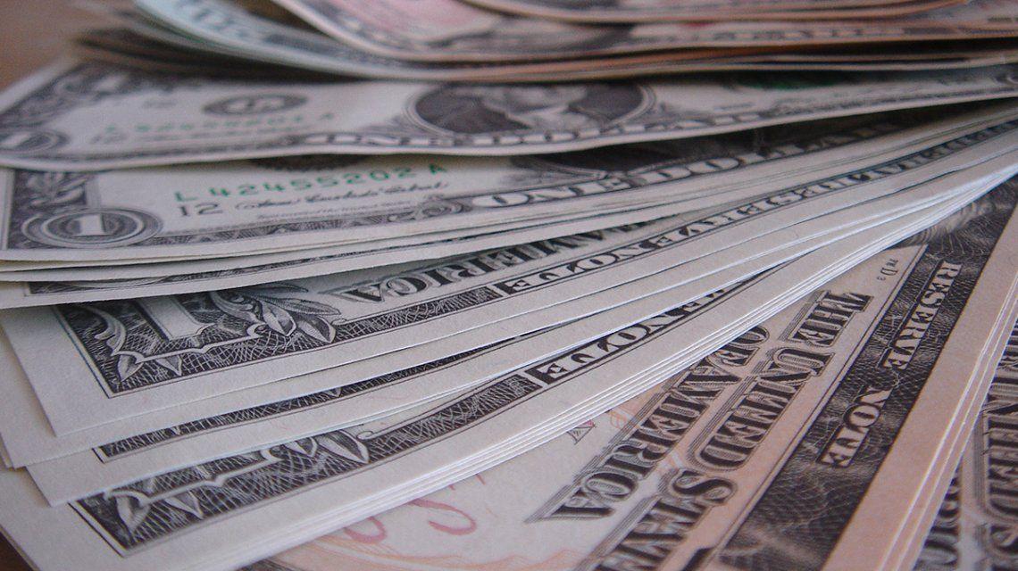 El dólar cayó por segunda jornada consecutiva y cerró a 38,40 pesos