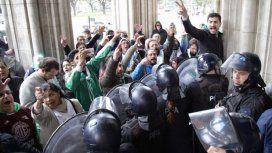 Incidentes entre trabajadores y la policía por 600 despidos en Agroindustria