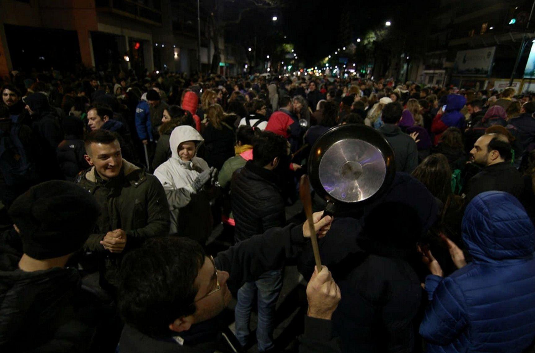 Cacerolazo en Rosario. Crédito: @alanmonzon