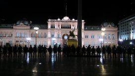 Tensión en Plaza de Mayo. Crédito: @rparrottino