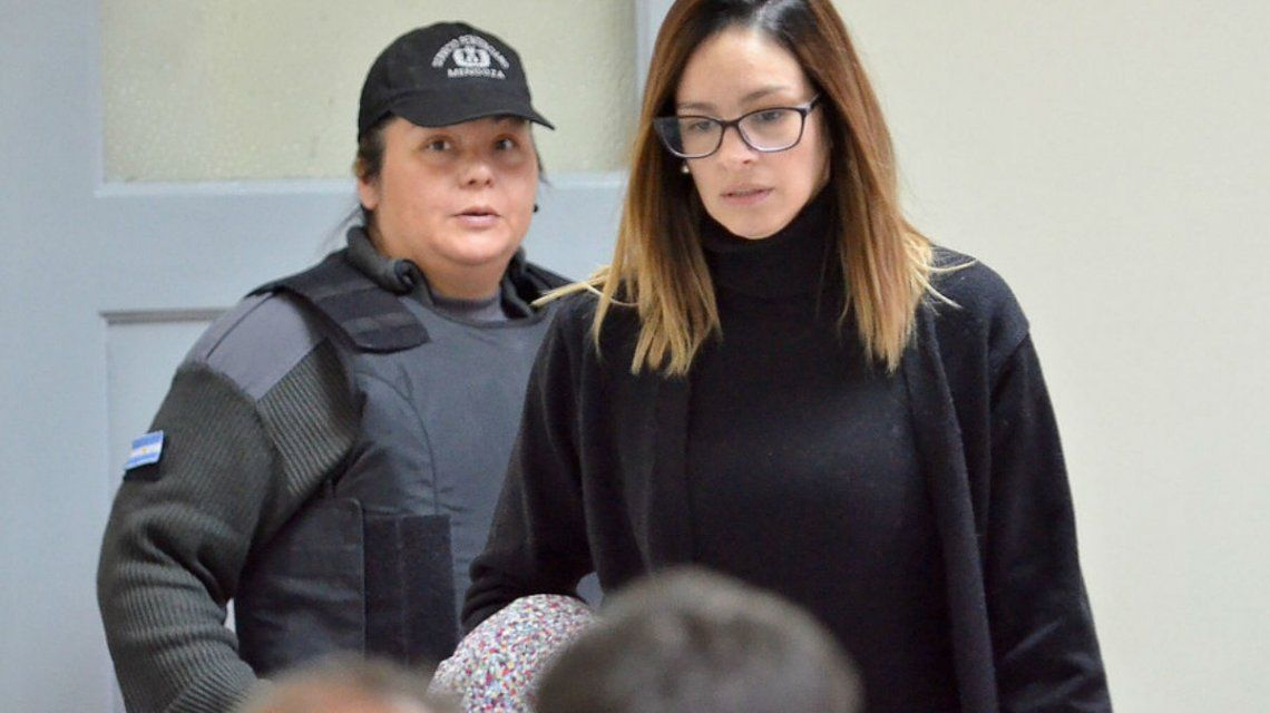 Julieta Silva hizo una reunión de amigas en su casa durante su arresto domiciliario