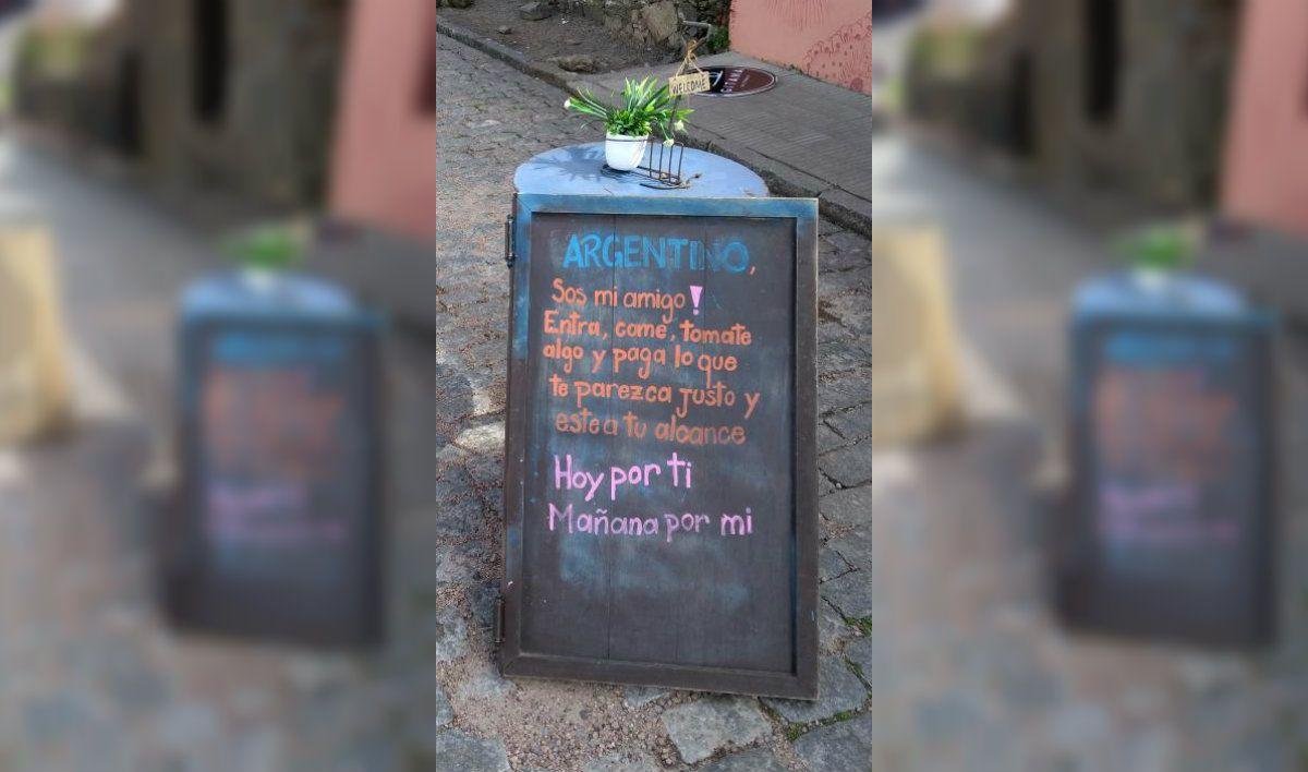 Un restaurante de Colonia pensó en todos sus clientes argentinos