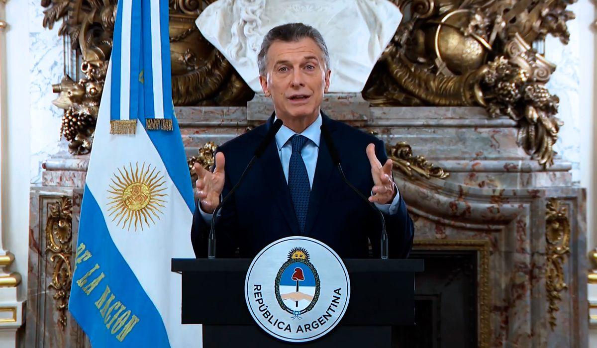 Hace sólo un mes, Macri decía que fusionar ministerios era venderle fruta al FMI