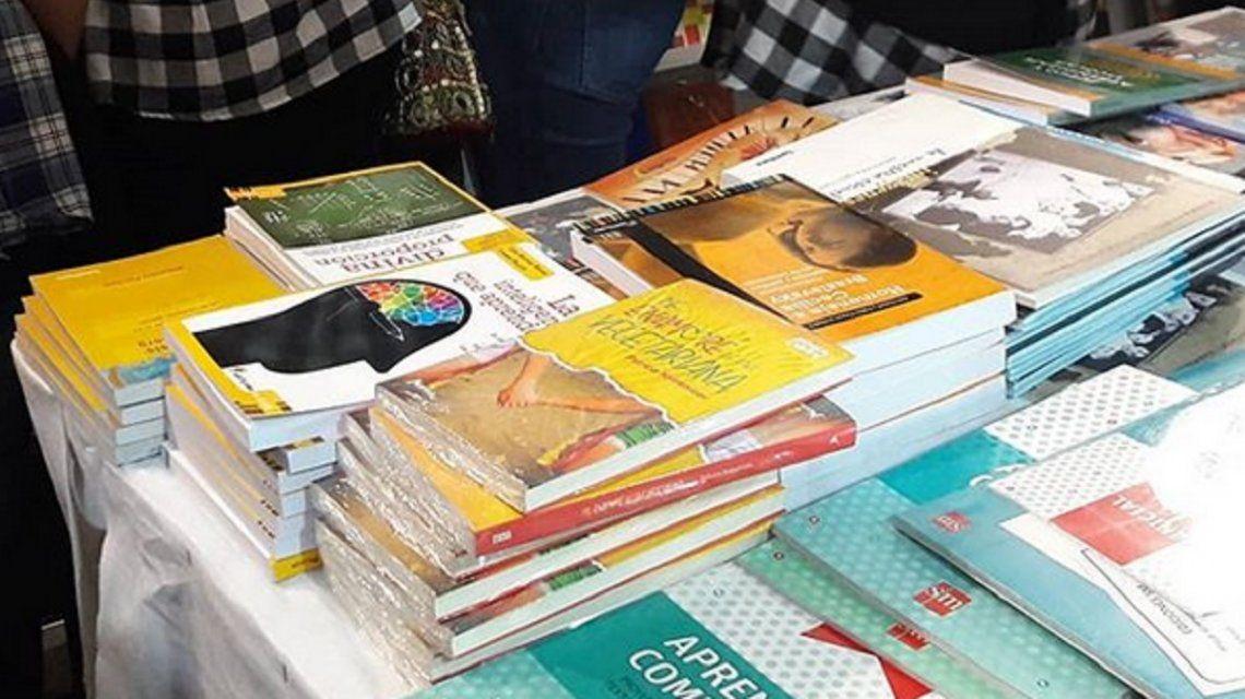 Neuquén: un colegio religioso se retiró de la presentación de un libro de amor lésbico