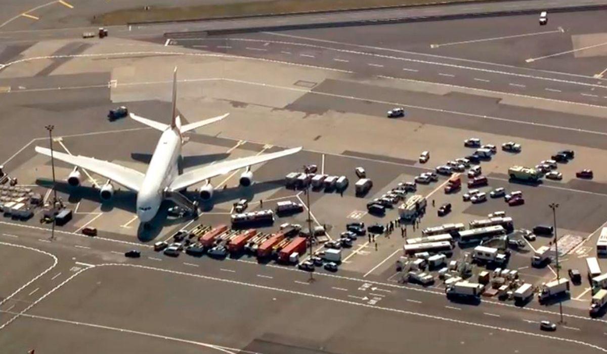 Avión en cuarentena en Nueva York por un grupo de pasajeros enfermos