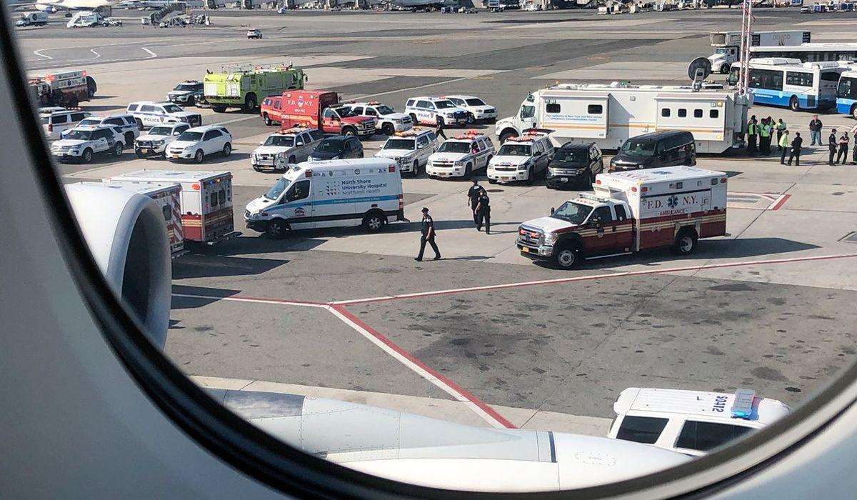 Avión en cuarentena en Nueva York: confirman que son 18 los enfermos
