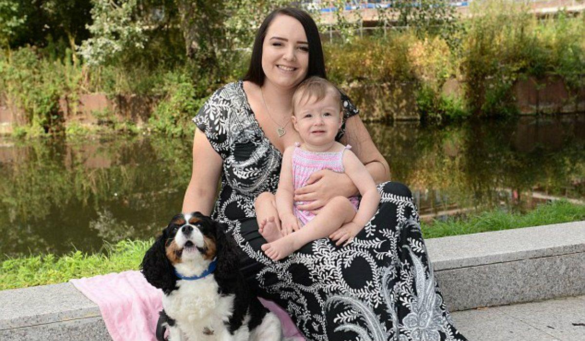 Louie salvó a la nena de morir asfixiada al alertar a la madre de la pequeña