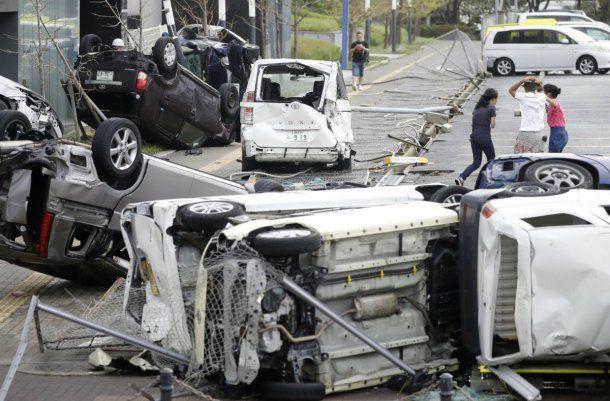 Tras el paso del tifón, un sismo sacudió a Japón