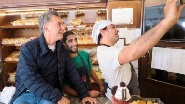 Mauricio Macri en una panadería