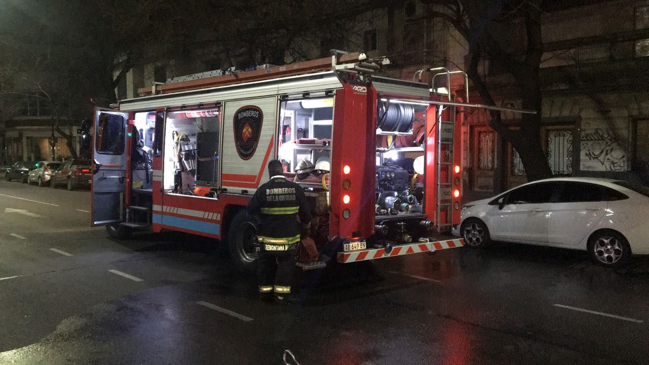 Una dotación de bomberos trabajó en la madrugada