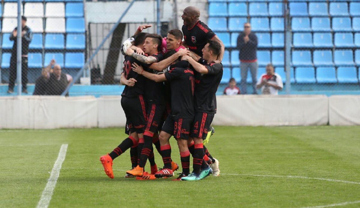 Newells venció por penales a Atlético Tucumán y podría darse un clásico rosarino en la Copa Argentina