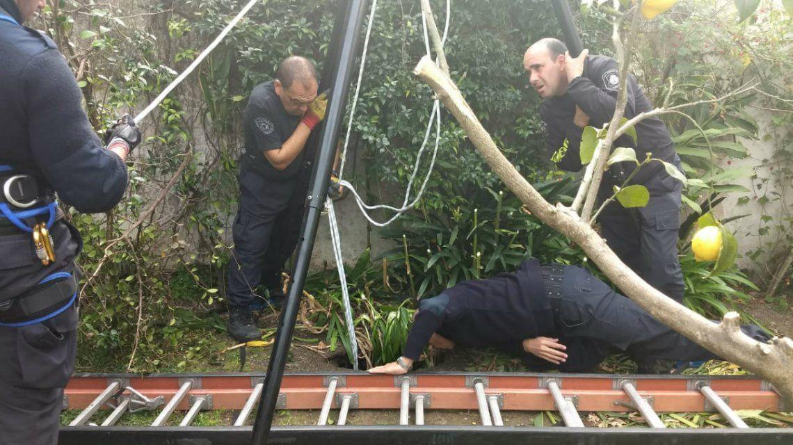 Bomberos de La Plata salvaron a una mujer que estuvo 15 horas atrapada en un pozo