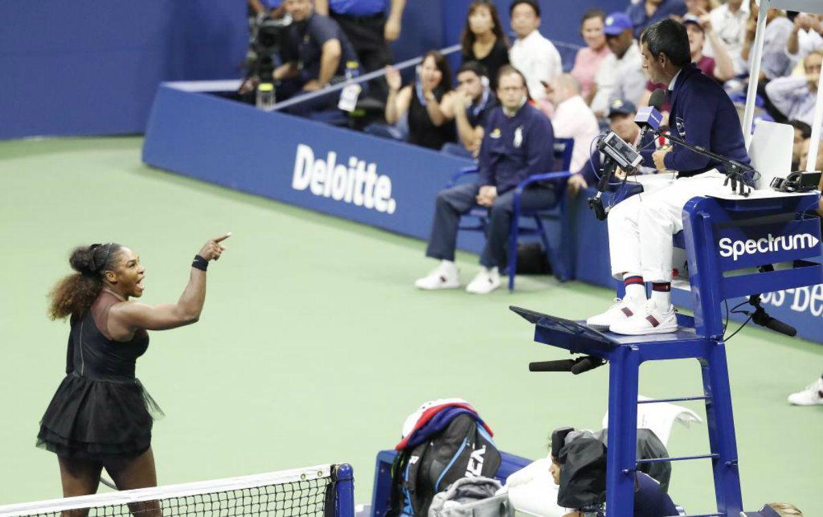Serena Williams explotó contra el umpire por un apercibimiento injusto