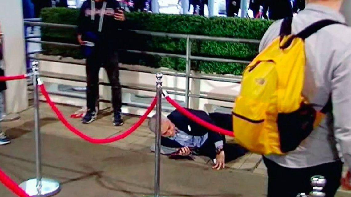 ¡Penal, juez! Brutal caída de José Mourinho en el estadio de Wembley