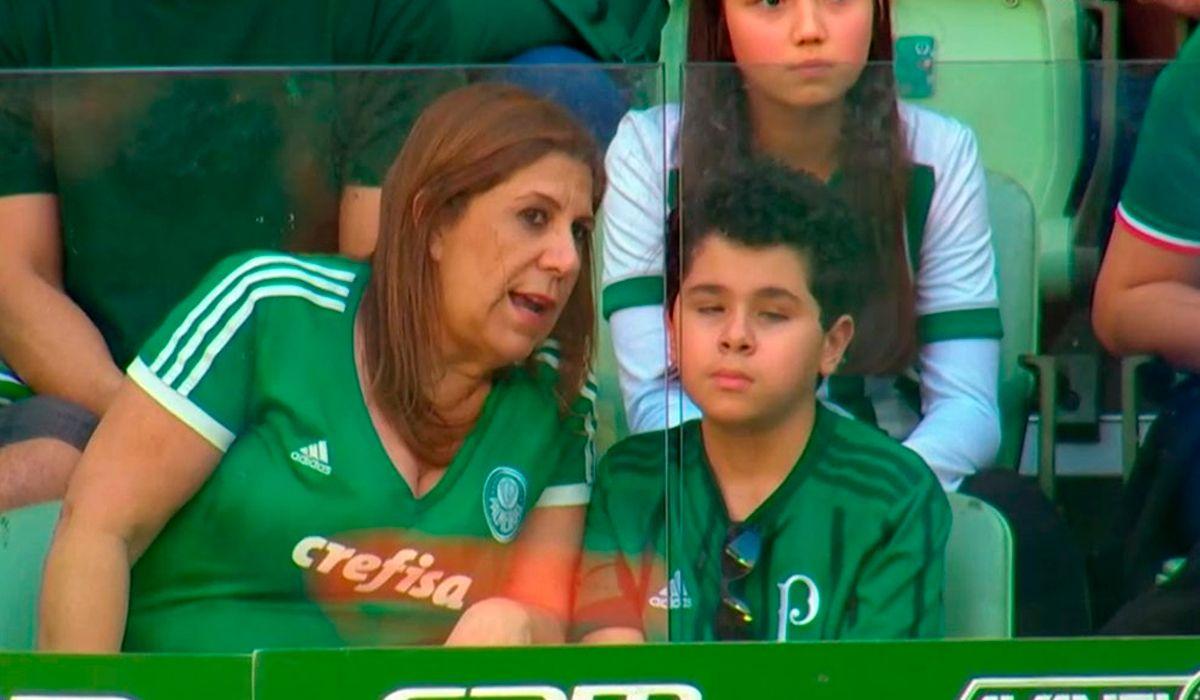 La imagen del fin de semana: le relató el partido a su hijo ciego y conmovió a todos