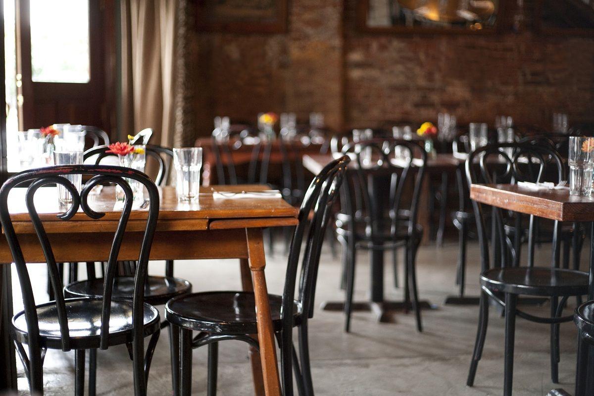 Los restaurantes se declararon en estado de emergencia: Todos los días cierra un local