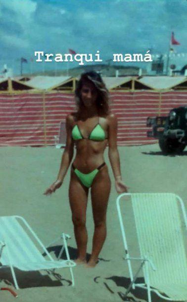 La mamá de Sol Pérez en la playa luciendo un lomazo. <br>