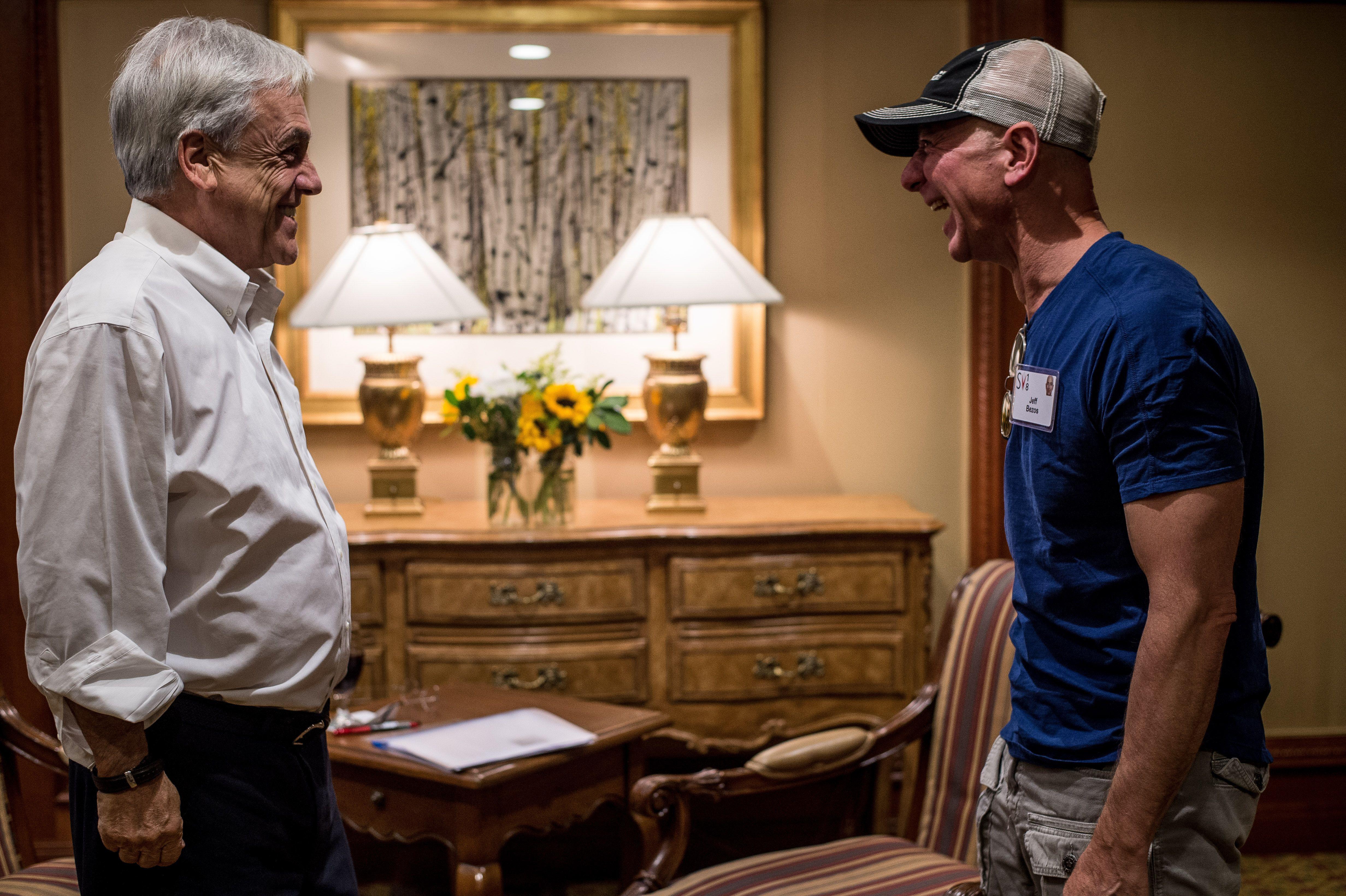 El presidente de Chile Sebastián Piñera y el CEO de Amazon Jeff Bezos