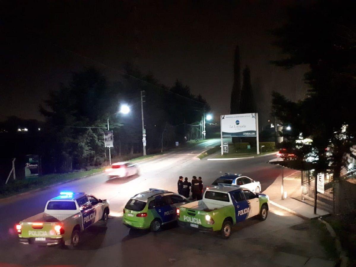 Cuatro patrulleros rodeaban el acceso a La Lomada