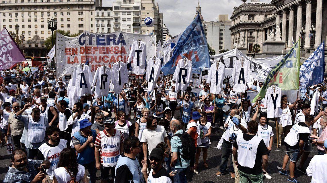 Marcha docente al Congreso Nacional