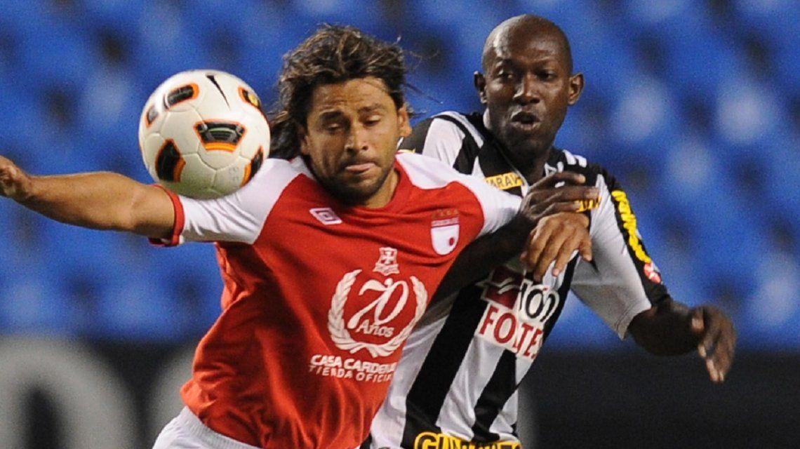 Somalía marcando al colombiano Gerardo Bedoya