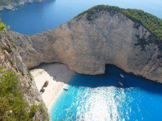 grecia: cayo un acantilado en la playa navagio y 7 turistas quedaron heridos