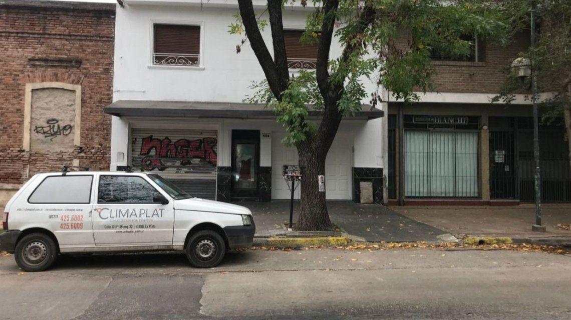 Asesinaron de nueve puñaladas a un zapatero en La Plata: detuvieron a su ex mujer