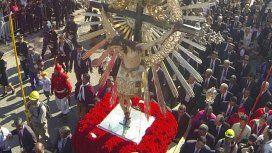 Salta: una multitud se prepara para la procesión en la Fiesta del Milagro