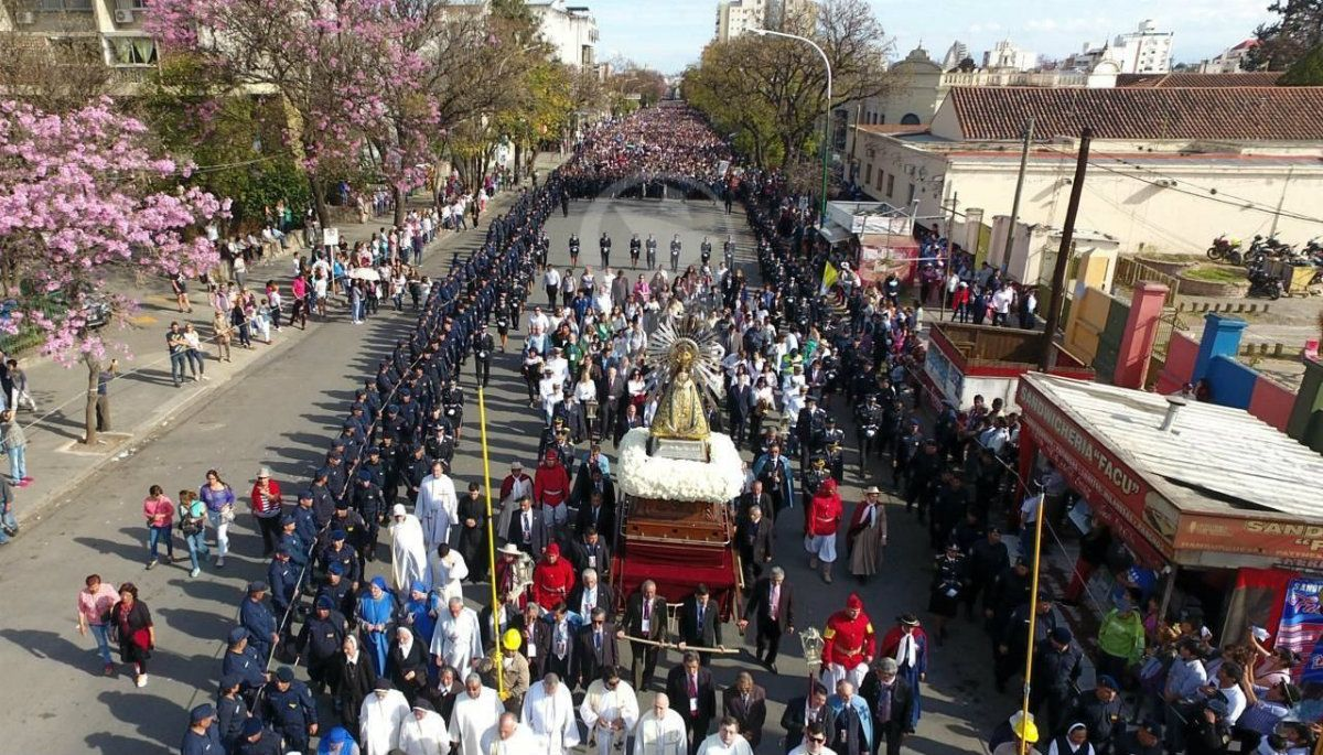 Gentileza: El Tribuno de Salta Miles de personas llegaron a la capital salteña para agradecer la intercesión de la Virgen y el Señor de los Milagros