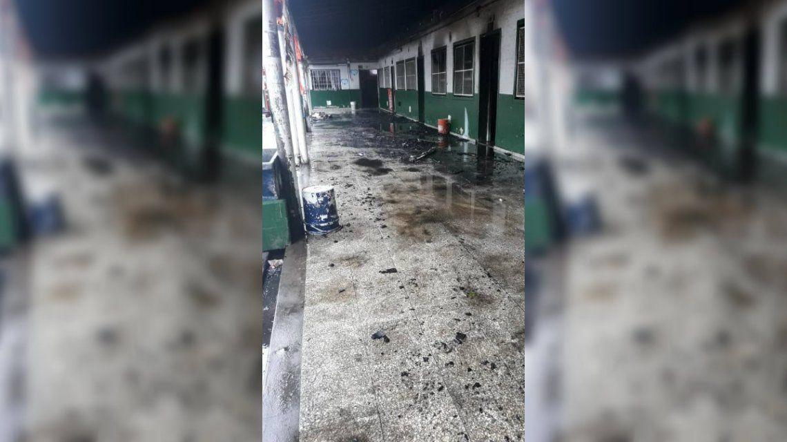 La escuela quedó en un estado desastroso: piden artículos de limpieza