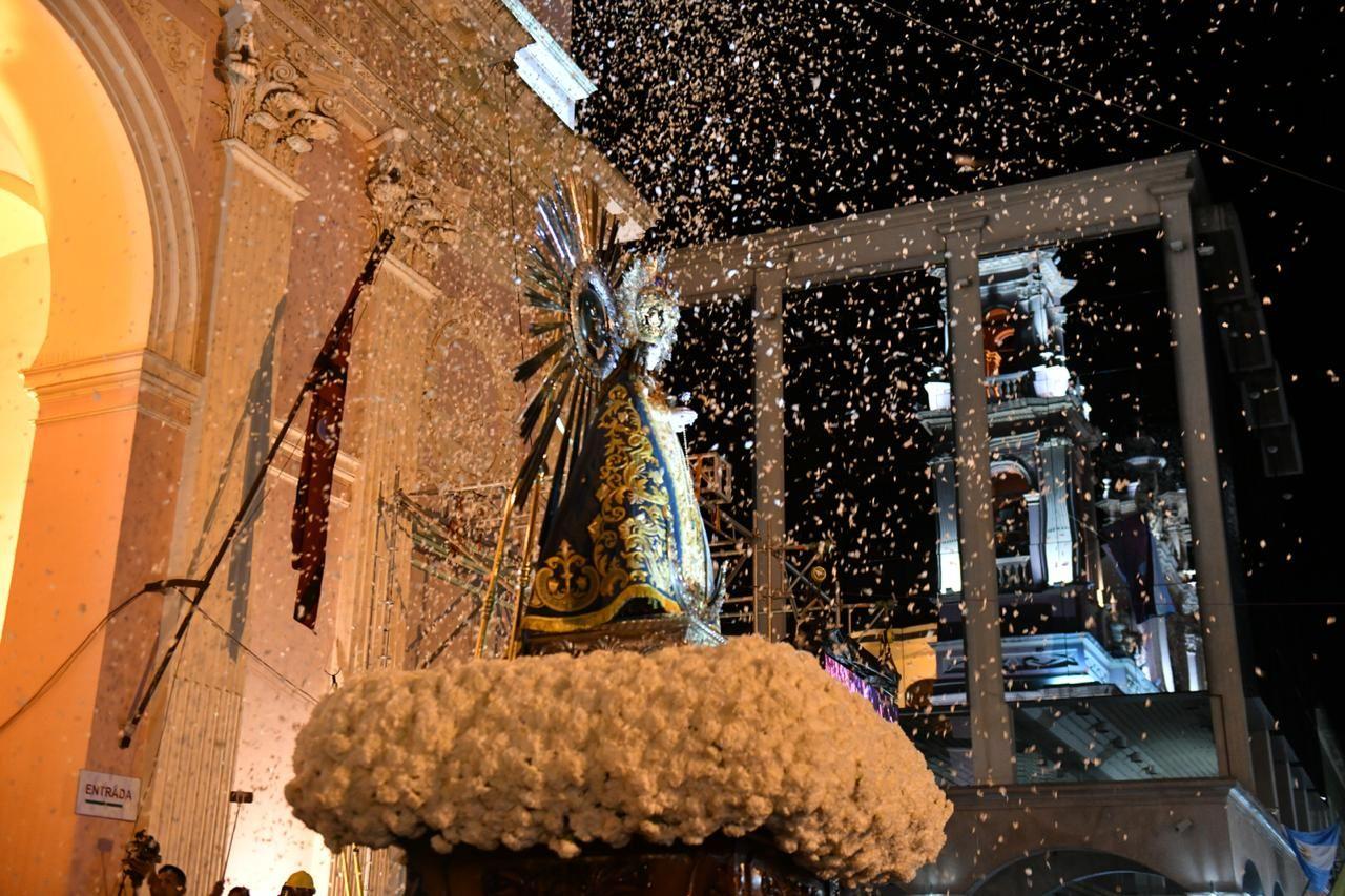 Salta honró al Señor y la Virgen del Milagro con peregrinaciones y una multitudinaria procesión