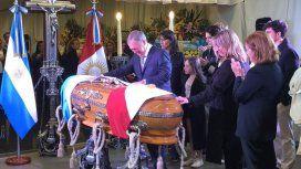 Despidieron los restos de De la Sota: el emotivo gesto del gobernador de Córdoba